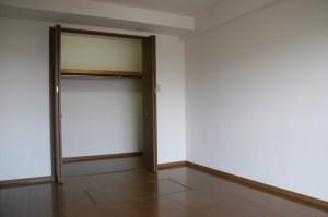 洋室(8.1畳)